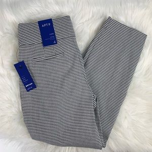 NWT Capri mid rise pants apt 9 size 4
